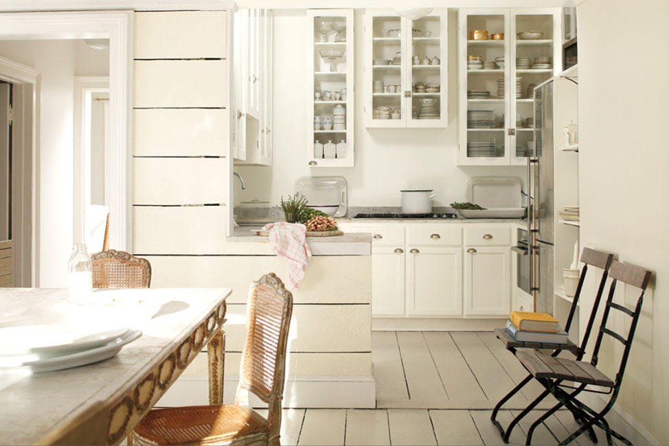 Simply White OC-117 (Cabinets) Marscarpone AF-20 (Walls)
