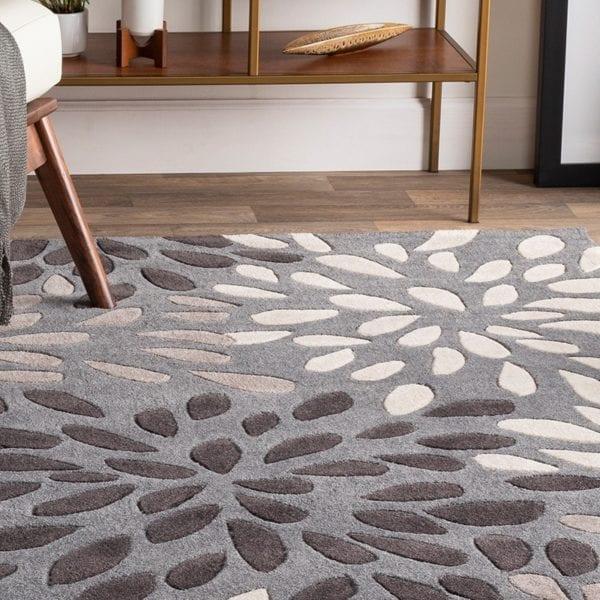 suyra rug room scene with grey carpet